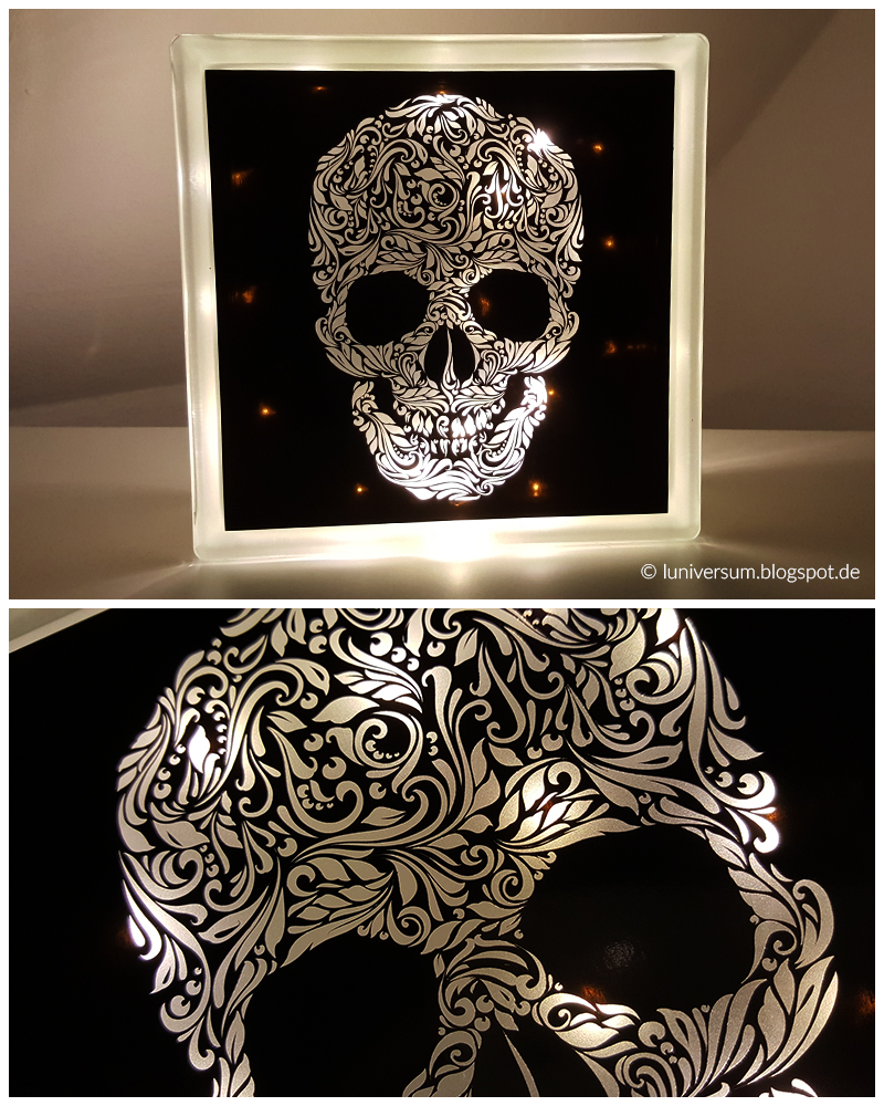 Lampe aus Glasbaustein mit Totenkopf